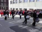 Vågens Bataljon marsjerer forbi Hovedbrannstasjonen