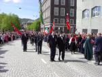 Skansens Bataljon marsjerer forbi Hovedbrannstasjonen