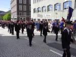 Dræggens Buekorps marsjerer forbi Hovedbrannstasjonen