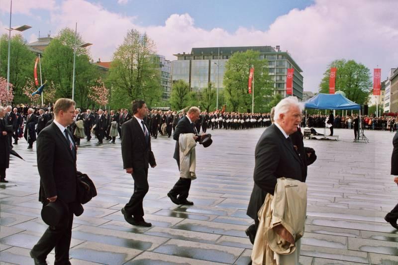Gamlekarene marsjerer på Festplassen